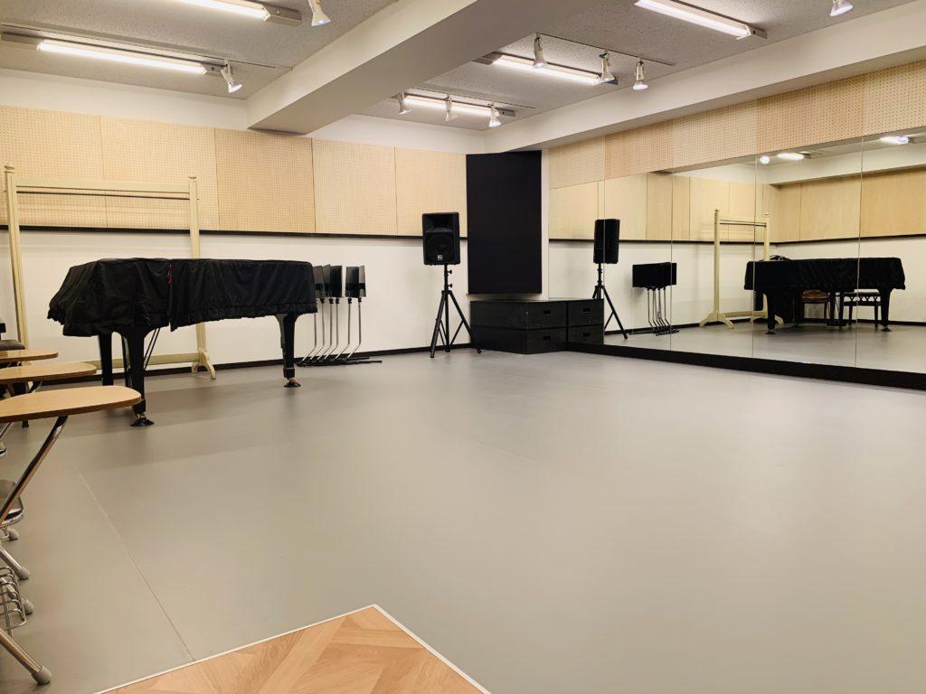 グランドピアノのあるスタジオ